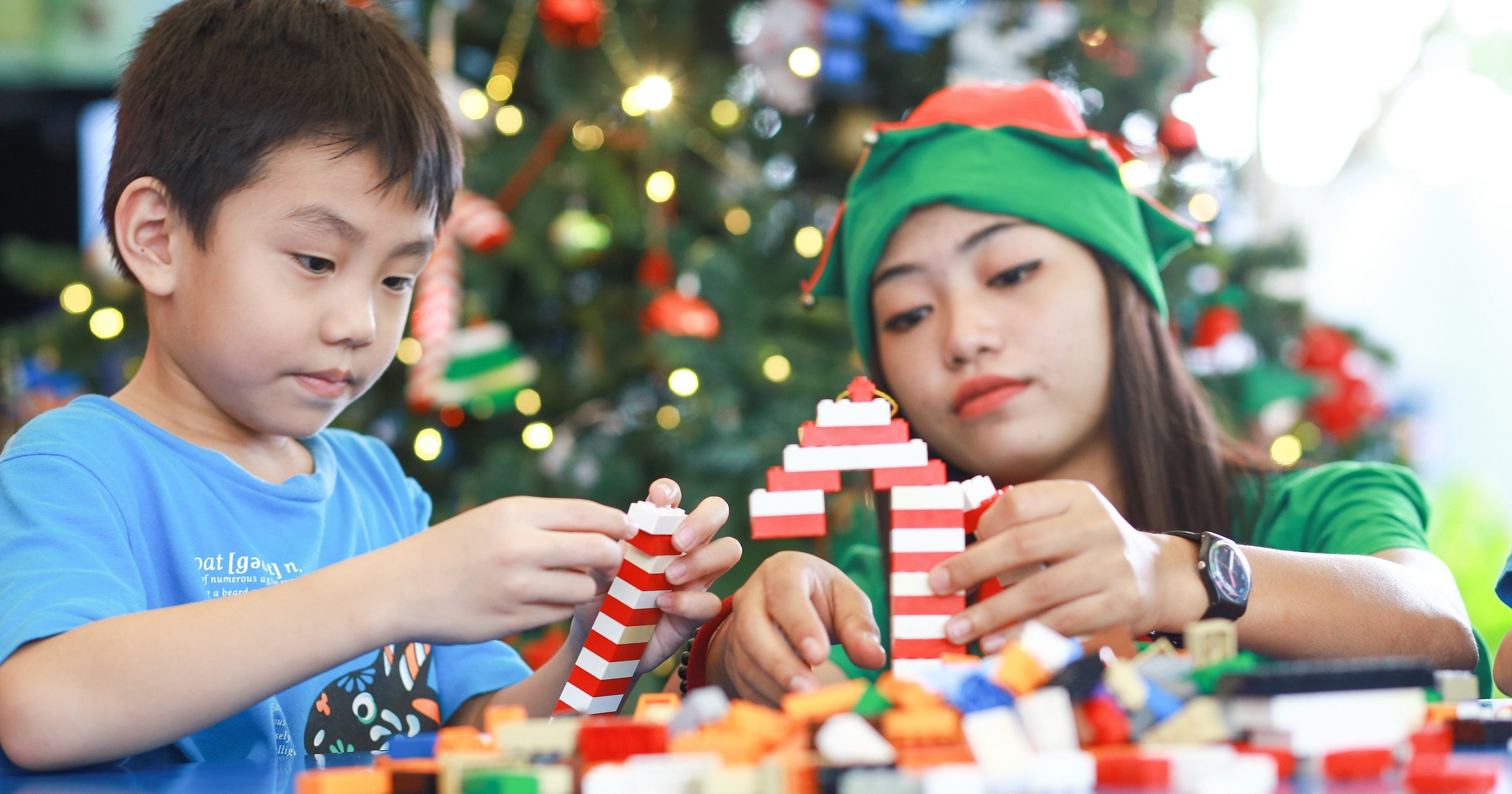 LEGOLAND Malaysia Elves assisting children on their LEGO ...